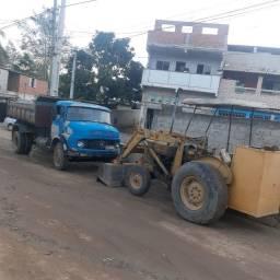 Caminhão e uma máquina pula pula
