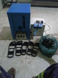 Maquina de fazer sandalia conservada pronta pra trabalhar com as formas
