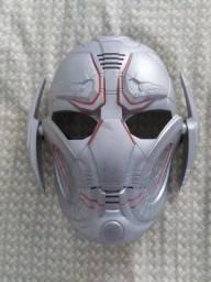 Máscara ultron com modelador de voz