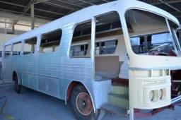 Ônibus antigo Mercedes Benz tipo LPO ano 1967