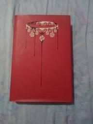 Livro:A rainha vermelha ilustrado  - edição de colecionador