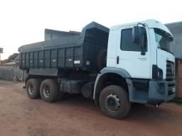 Título do anúncio: Vende se um caminhão caçamba
