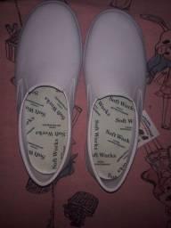 Calçado  profissional antiderrapante novo nunca usei r$ 100