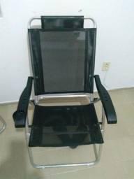 Vendo cadeira de praia primeira linha , novíssima só foi usada uma única fez .