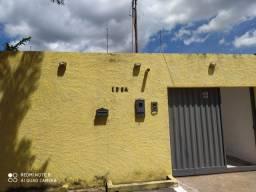 Alugo casa no centro com garagem