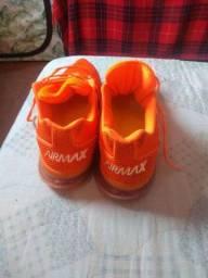 Vendo ou troco  um par de tênis Nike Airmax