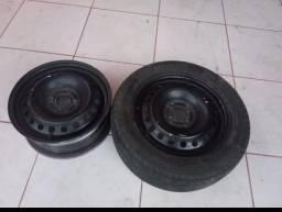 Título do anúncio: Vendo 4 rodas de ferro com 3 pneus meia vida bom. Aro 15