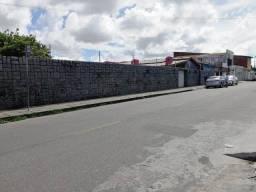 Título do anúncio: Casa com amplo terreno no São João do Tauape