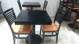 2 cadeira uma mesa