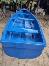 Canoa em fibra de vidro bem leve e resistente