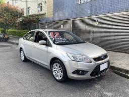 Focus 2.0 Sedan Flex / Completo / Financio com entrada - 2012