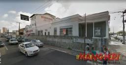 Aluga-se casa de esquina no Bairro São José
