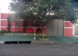Casa com piscina na Vila Independência