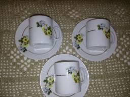 3 xícaras cafezinho