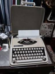 Máquina de escrever OLiVETTI $80
