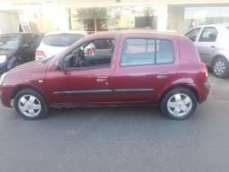 Vendo Renault Clio privilege.