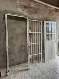 Conjunto de porta com grade (portal porta Grade com chaves )