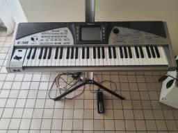 Teclado Roland E50