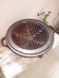 Churrasqueira antiga de ferro fundido