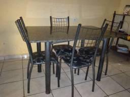 Vendo mesa de mármore com 4 cadeiras