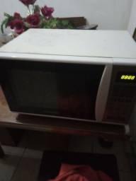 Vendo microondas pra tirar peças ou consertar.