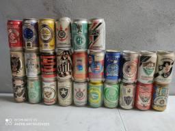 Coleção de 26 latas de cervejas de times 2 abertas o resto todas lacradas e cheias