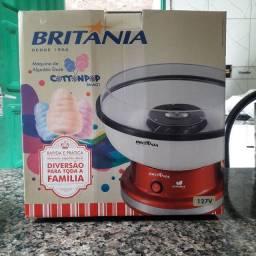 Máquina de algodão doce BRITANIA, na caixa. R$170,00