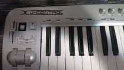 Teclado Controlador MIDI Behringer U-Control UMX61
