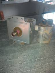 Magnetron e capacitor para microondas