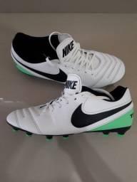 Chuteira Nike Tiempo número 41
