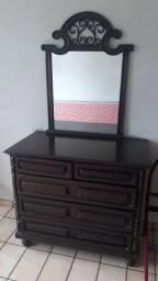 Cômoda e espelho coloniais
