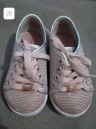 Calçados e canguru menina