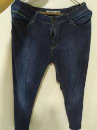 Calças jeans escuras