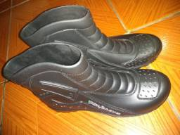 Bota de motoqueiro pantaneiro
