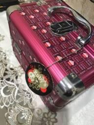 Maleta rosa para maquiagens e acessórios