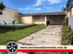Casa com 3 dormitórios, piscina, amplo terreno de frente em Tramandaí/RS
