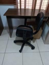 Vendo escrivaniha nova con cadeira preta giratoria