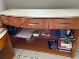 Mesa em mármore e madeira maciça