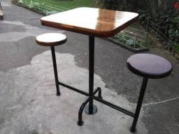 Mesa quadrada, em madeira maciça, artesanal,