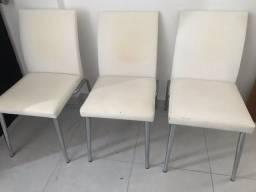 Cadeiras em courino Branco e pés cromados