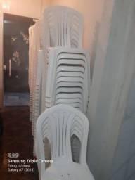 Vendo 100 Cadeiras de plástico