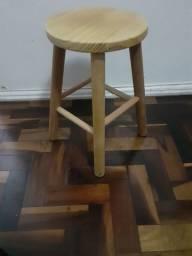 Mochinho de madeira