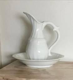 Conjunto de Jarra e Bacia em porcelana branca