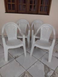 Vendo 04 cadeira de braço