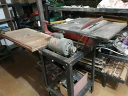 Maquina funcional de corte de madeira