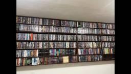 Estante de dvds e livros