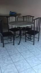 Mesa redonda mármore com 4 cadeiras