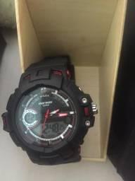 Vende -se relógio normaii novo