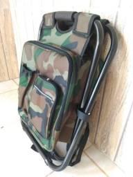 Vendo mochila com cadeira dobrável de pesca nunca usada.