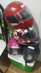 4 capacetes